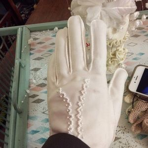 Vintage Accessories - Short White Vintage Wedding Gloves with Beads